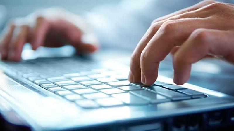 mit keresnek az interneten)