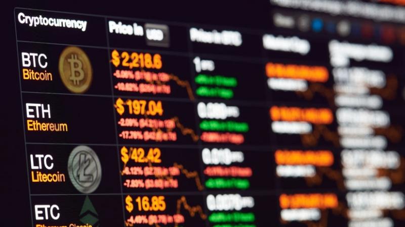 bitcoinokat vásárló emberek